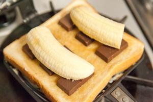 とろ〜りチョコバナナサンド