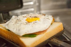 よくばりワンプレート朝食サンド_目玉焼き
