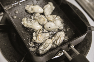 牡蠣たまキャベツのホットサンド